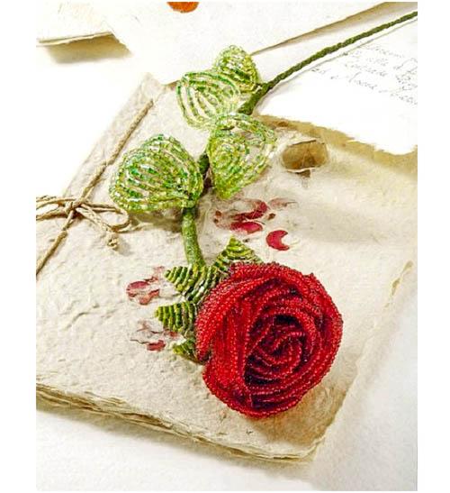 Красная роза из бисера.
