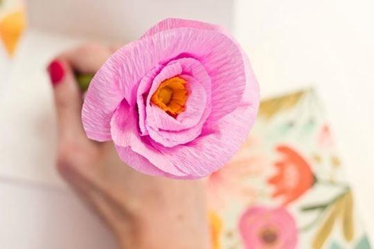 Как сделать простые красивые цветы из гофрированной бумаги