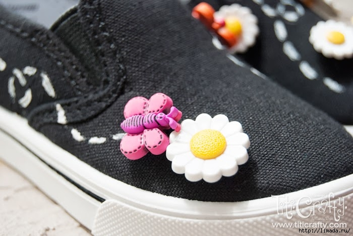 Daisy-and-Butterfly-Embellished-Shoes-08 (700x469, 173Kb)