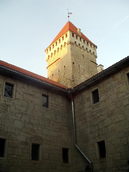 курессаре, замок 4 (525x700, 365Kb)
