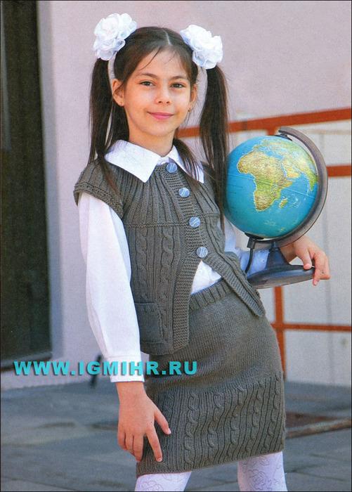 Красивая форма для школьницы: серо-коричневый жилет и юбка. Спицы