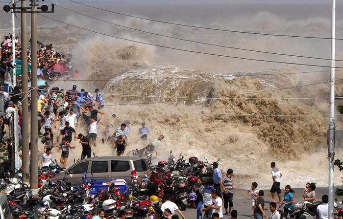 приливная волна на реке цяньтан китай 8 (700x448, 278Kb)