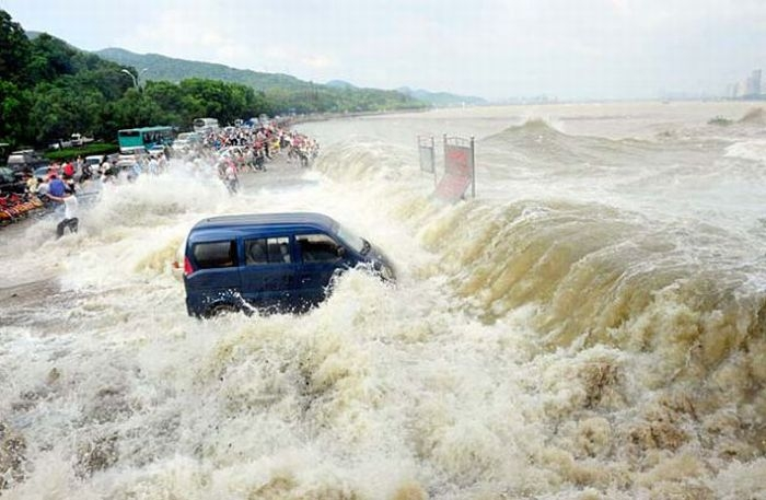 приливная волна на реке цяньтан китай 10 (700x457, 162Kb)