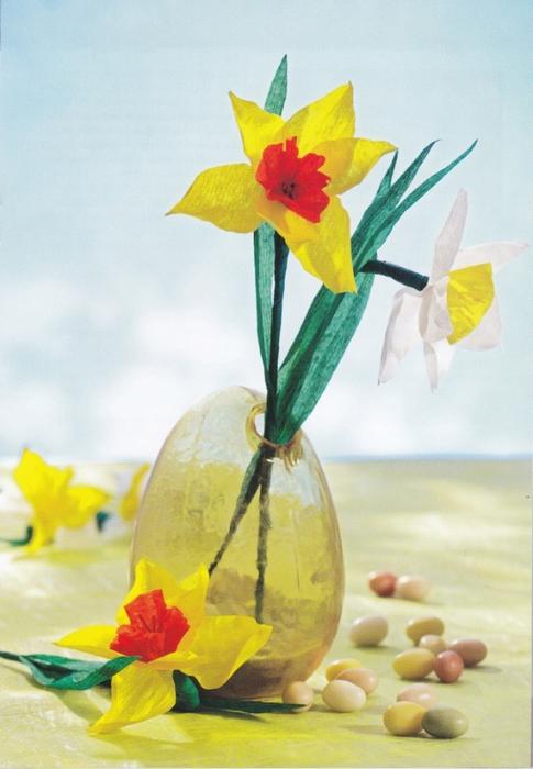 Цветы из креповой (гофрированной) бумаги - журнал (12) (485x700, 225Kb)