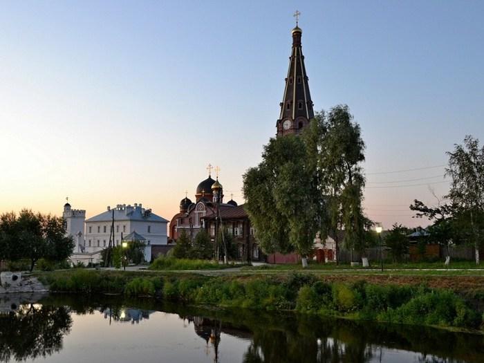 Алатырь Вид на Свято-Троицкий мужской монастырь (700x525, 78Kb)