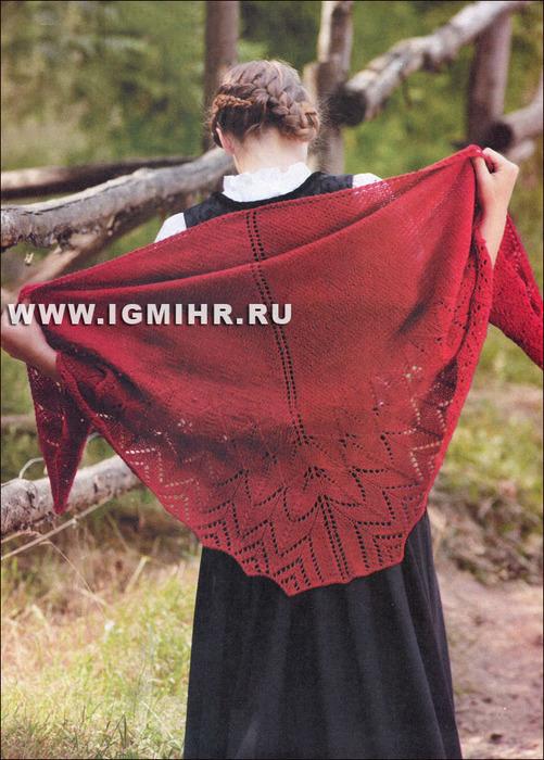 Роскошная шаль малинового цвета с широкой ажурной каймой. Спицы