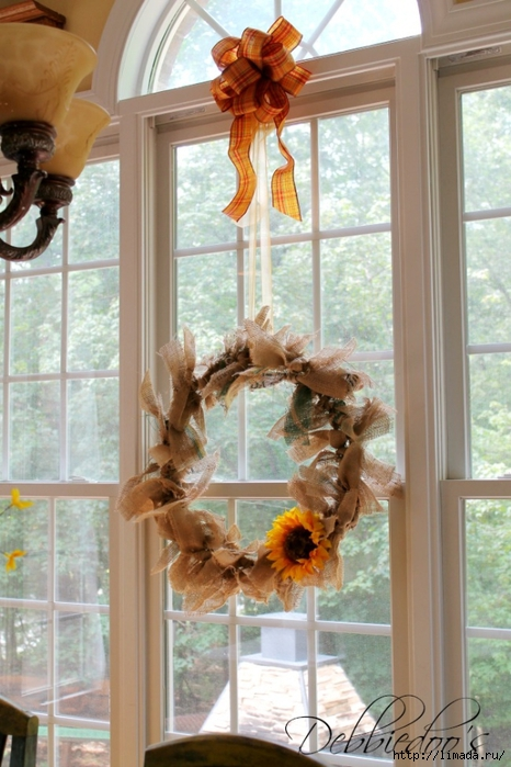 burlap-rag-wreath-in-window (466x700, 261Kb)