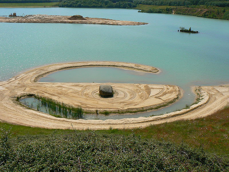 essay land art Abstract art essay topics: abstract abstract art-- art that did not attempt to depict an object land art is the outdoor equivalent of this phenomenon.