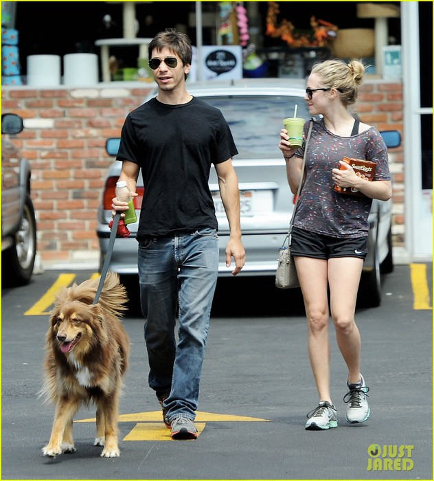 amanda-seyfried-justin-long-weekend-outing-with-finn-16 (632x700, 122Kb)