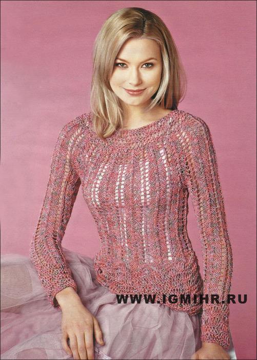 Меланжевый пуловер с кокеткой и ажурными полосами, подчеркивающими фигуру, от финских дизайнеров. Спицы