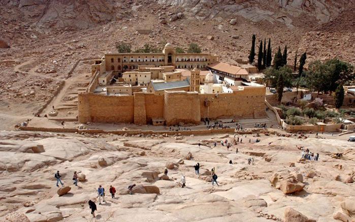 монастырь-Св.-Екатерины-Синайский-полуостров-Шарм-эль-Шейх-Египет (700x437, 292Kb)