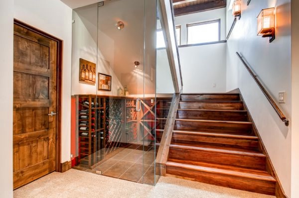 wine-under-stairs (600x398, 107Kb)