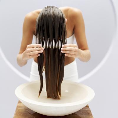Как восстановить волосы в домашних условиях. Горячие масла./2565092_dohomemadehotoiltreatment800x8001 (400x400, 45Kb)