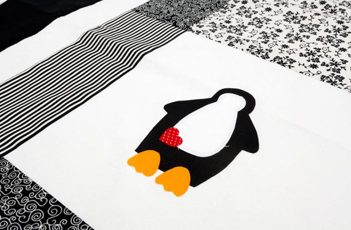 Детское одеяло в технике пэчворк с аппликацией пингвина (5) (700x458, 497Kb)