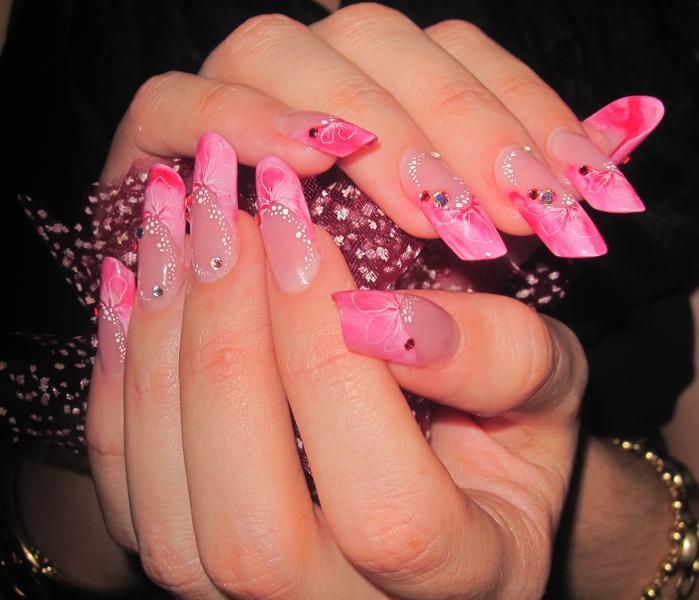 Яркие цвета нарощенных ногтей