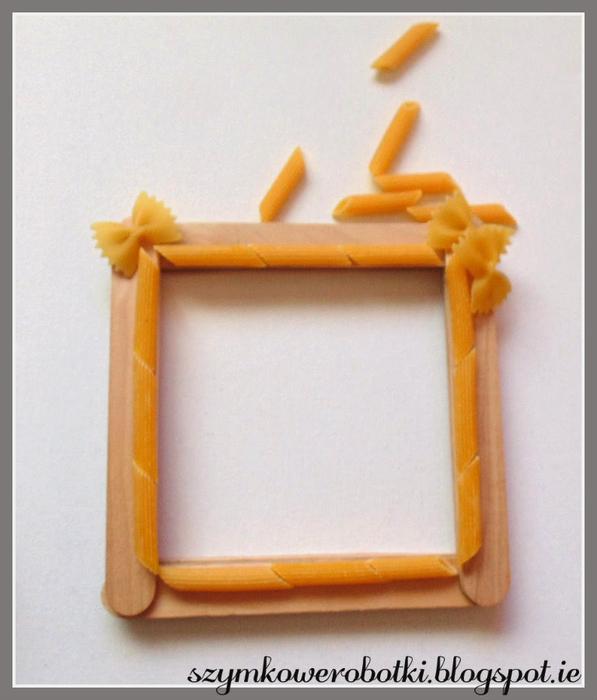 Рамочка из макарон и палочек от мороженого, с декупажем (10) (597x700, 320Kb)