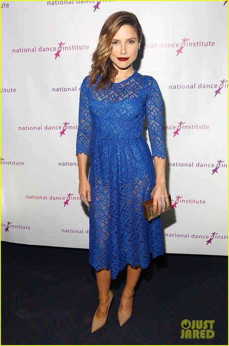 sophia-bush-joins-betty-who-at-the-national-dance-institute-gala-2014-03 (462x700, 80Kb)