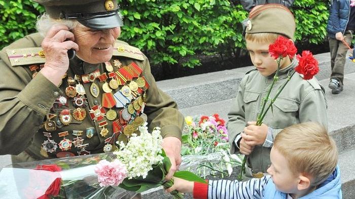 Поздравление детьми ветеранов