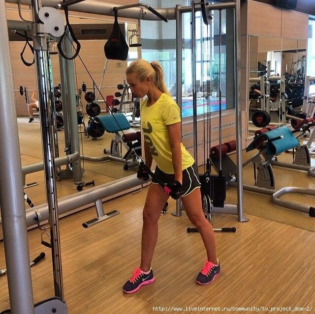 фото девчонок в спортзале
