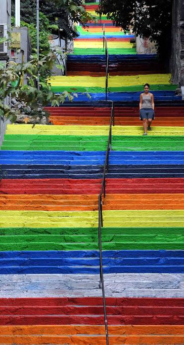 Граффити и Street Art. Самые красивые лестницы и ограды (14) (372x700, 387Kb)