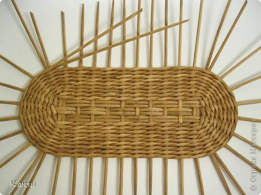 Газетные плетенки с вышивкой лентами. Мастер-класс (5) (520x390, 180Kb)