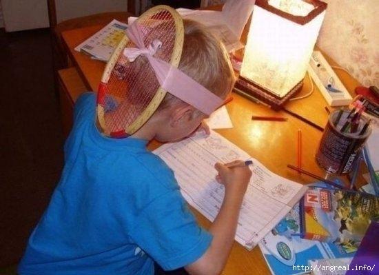 Как научить ребёнка правильно сидеть за столом