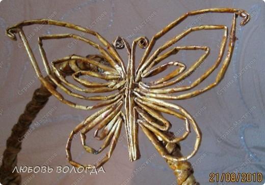 Плетение из газет. Бабочка и корзинка на проволочном каркасе. Мастер-класс (2) (520x364, 185Kb)