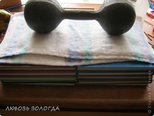 Плетение из газет. Мастер-класс на крышку с цветным узором из трубочек (13) (520x390, 150Kb)