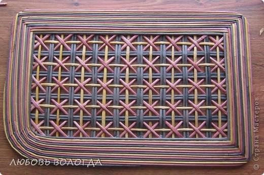 Плетение из газет. Мастер-класс на крышку с цветным узором из трубочек (15) (520x345, 229Kb)