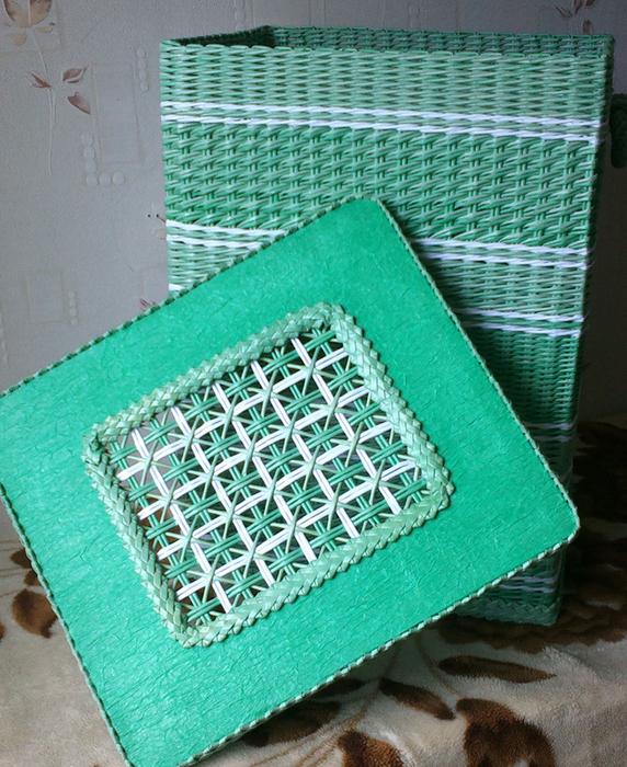 Плетение из газет. Мастер-класс на крышку с цветным узором из трубочек (24) (572x700, 574Kb)