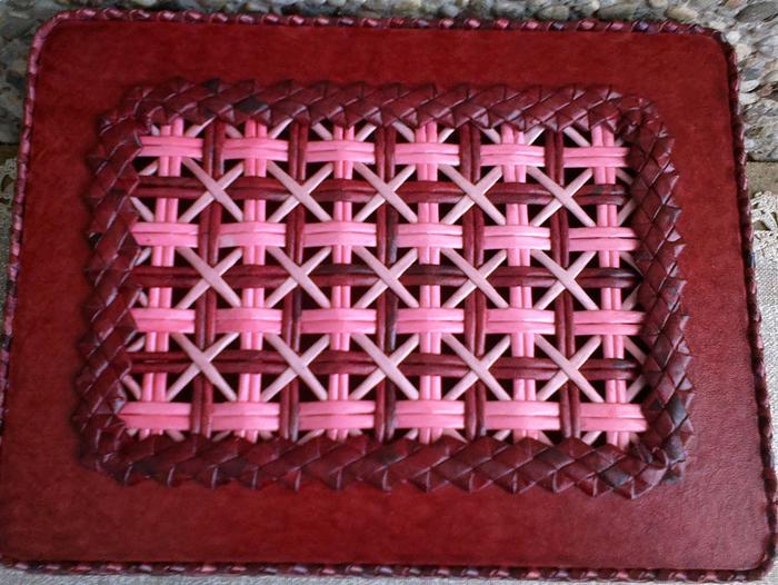 Плетение из газет. Мастер-класс на крышку с цветным узором из трубочек (26) (700x526, 489Kb)