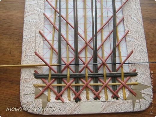 Плетение из газет. Мастер-класс на крышку с цветным узором из трубочек (39) (520x390, 232Kb)