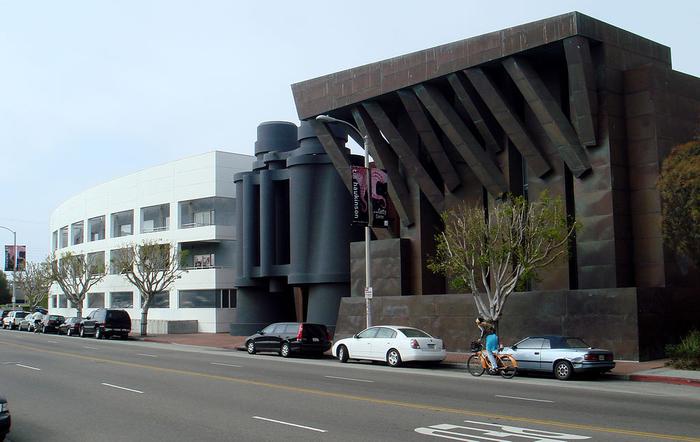здание- бинокль в лос-анжелесе фото 5 (700x442, 339Kb)