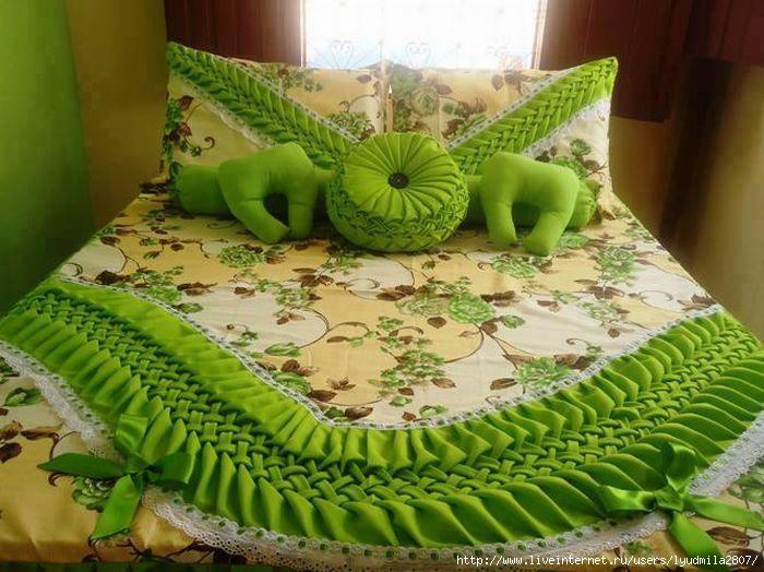 Покрывала и подушки с буфами.