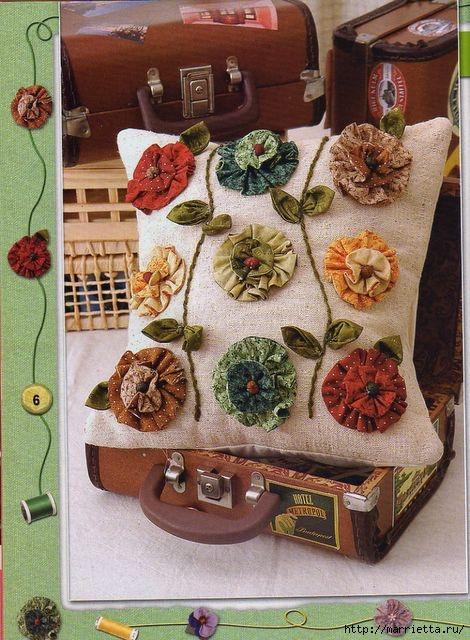 Цветы из ткани. Декор подушки (1) (470x640, 229Kb)