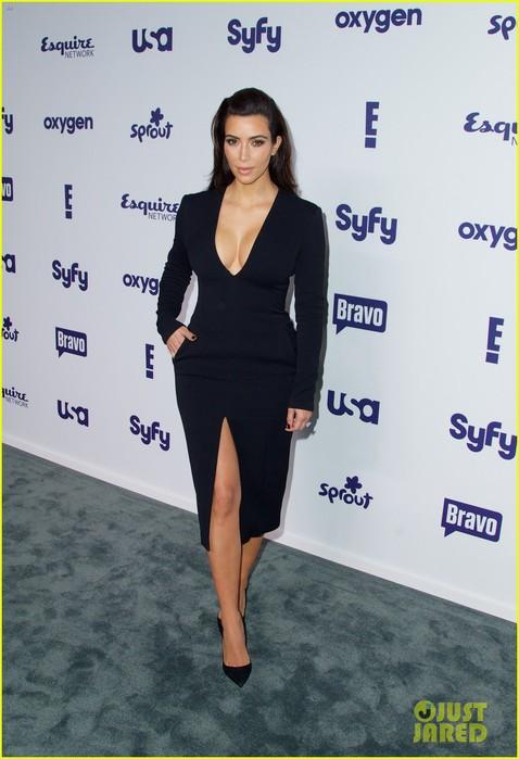kim-kardashian-flashes-major-cleavage-at-nbcu-upfronts-01 (478x700, 74Kb)