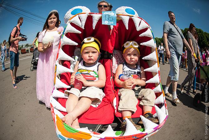 парад детских колясок 2 (670x450, 345Kb)