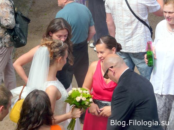 Невеста, жених и свадебные гости /3241858_arch041 (600x450, 113Kb)