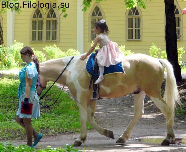 Маленькая девочка катается на лошади в Архангельском./3241858_arch09 (600x489, 141Kb)