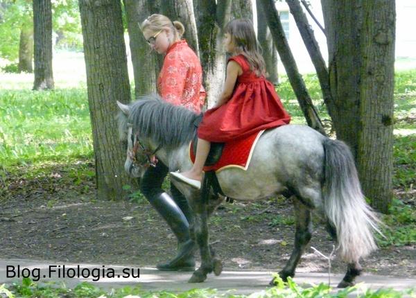 Девочка верхом на пони./3241858_arch011 (600x430, 133Kb)