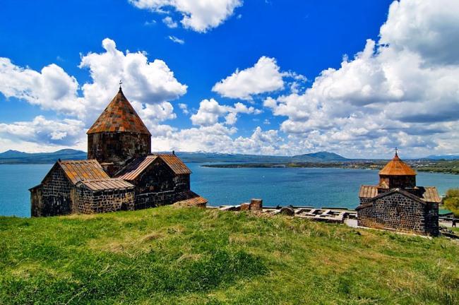 Отдых на озере Севан, Армения/4216969_1 (650x432, 112Kb)