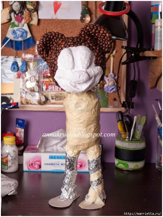 Minnie Mouse hecha de papel maché y granos de café.  Clase magistral (16) (526x700, 279KB)