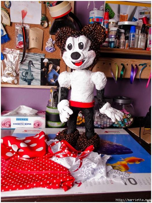 Minnie Mouse hecha de papel maché y granos de café.  Clase magistral (26) (526x700, 351KB)