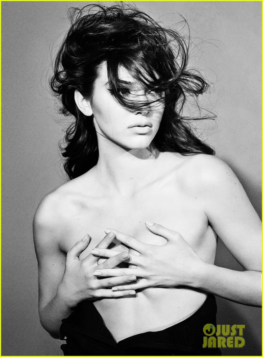 kendall-jenner-covers-up-her-bare-breasts-in-topless-interview-feature-02 (515x700, 88Kb)