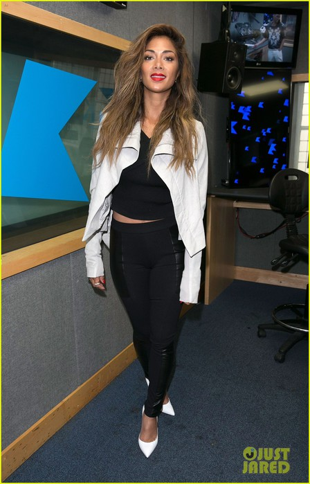 nicole-scherzinger-visits-kiss-fm-to-premiere-new-single-your-love-10 (448x700, 82Kb)