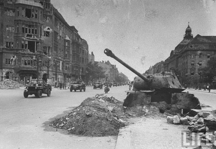 8 мая 1945 года Германия капитулировала. . Закончилась одна из самых крова