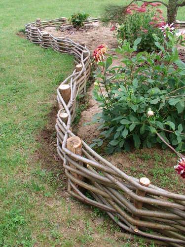 Как сделать забор из прутьев