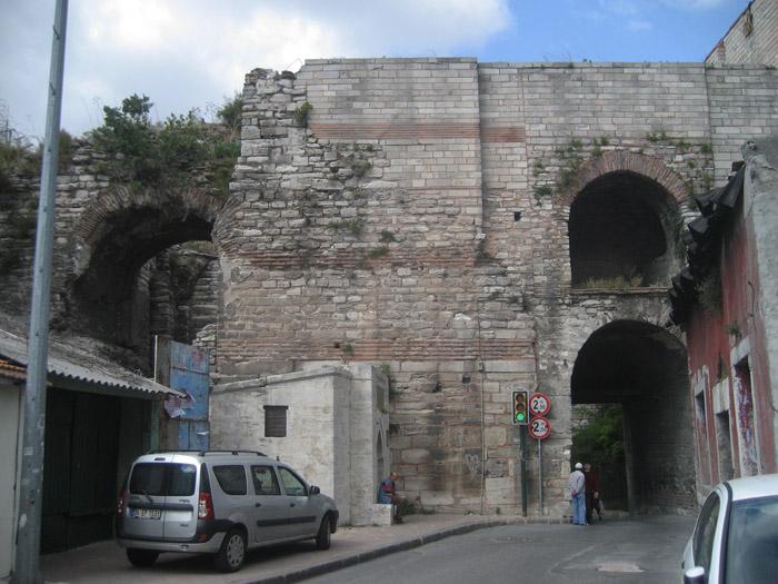 Стены Константинополя 02 (700x525, 305Kb)