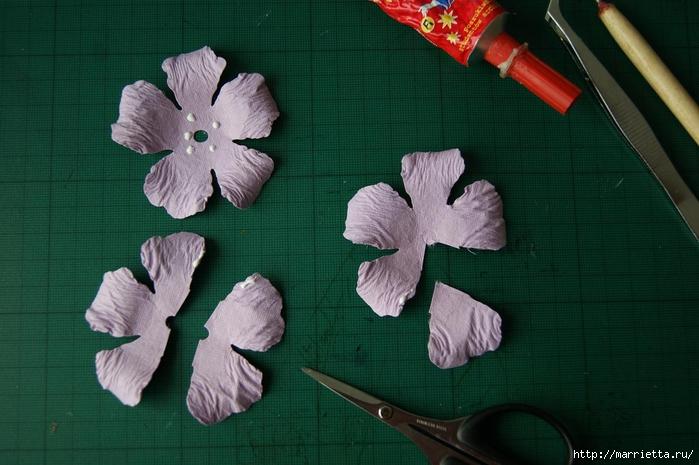 Бумагопластика. Цветочки в торфяных горшочках (13) (700x465, 228Kb)