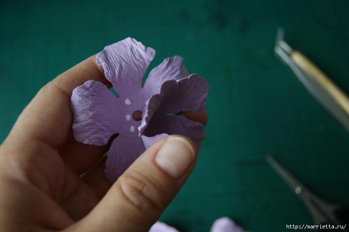 Бумагопластика. Цветочки в торфяных горшочках (19) (700x465, 126Kb)